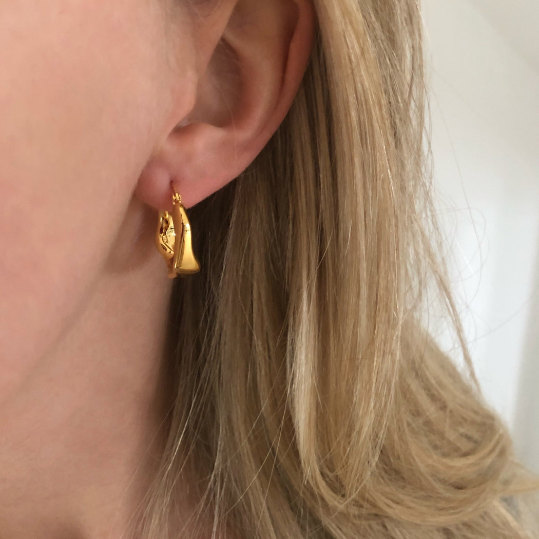 NOLA GOLDEN CREOL EARRING