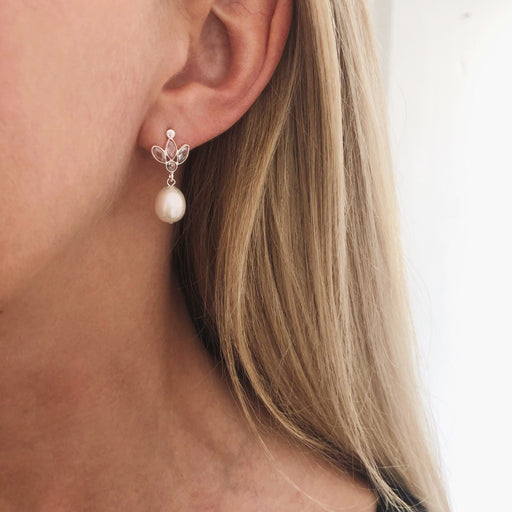 OLIVIA WHITE PEARL CRYSTAL SILVER EARRING