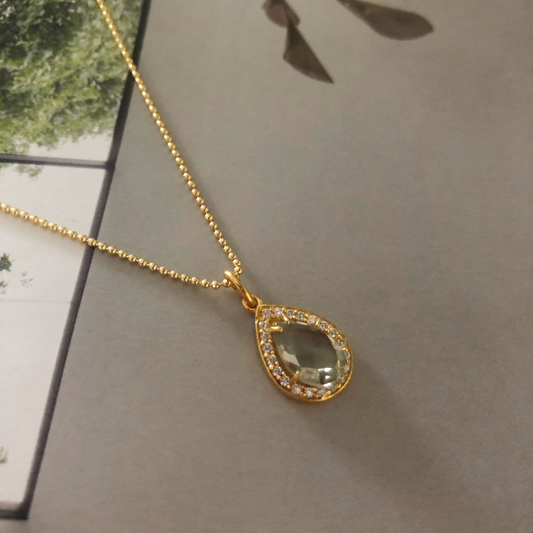 ALESSIA PALE GREEN GOLDEN NECKLACE
