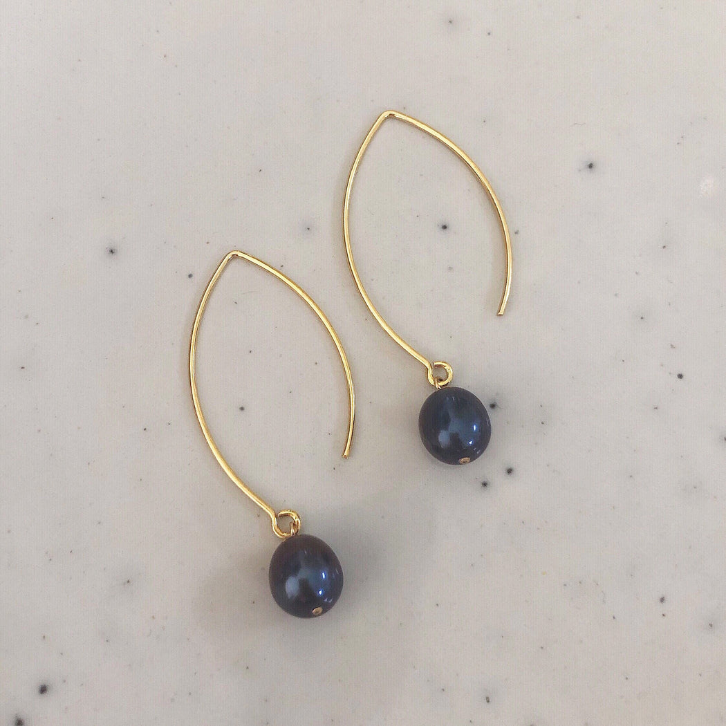 FIONA BLUE PEARL GOLDEN OVAL CREOL EARRING