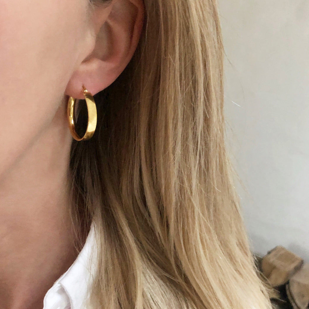 MILENA GOLDEN CREOL EARRING