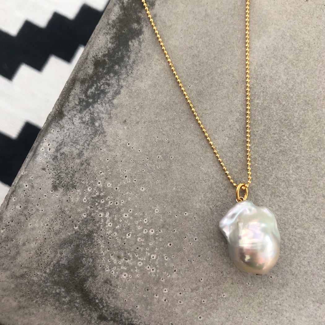LUCCA BAROQUE PEARL GOLDEN NECKLACE