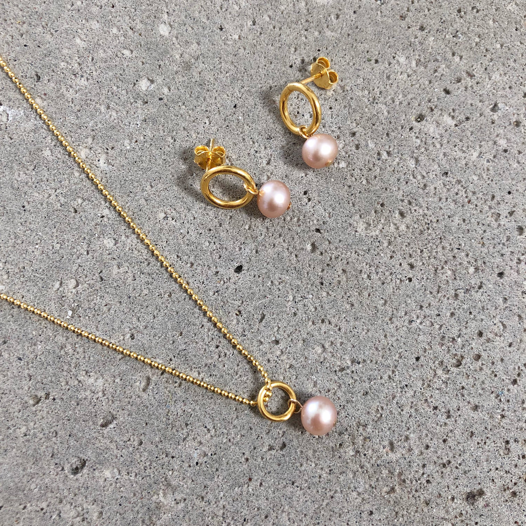 NOVA ROSE PEARL GOLDEN NECKLACE