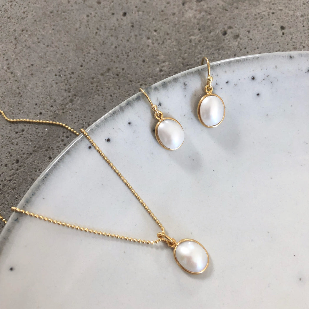 LUNA PEARL GOLDEN EARRING NECKLACE SET