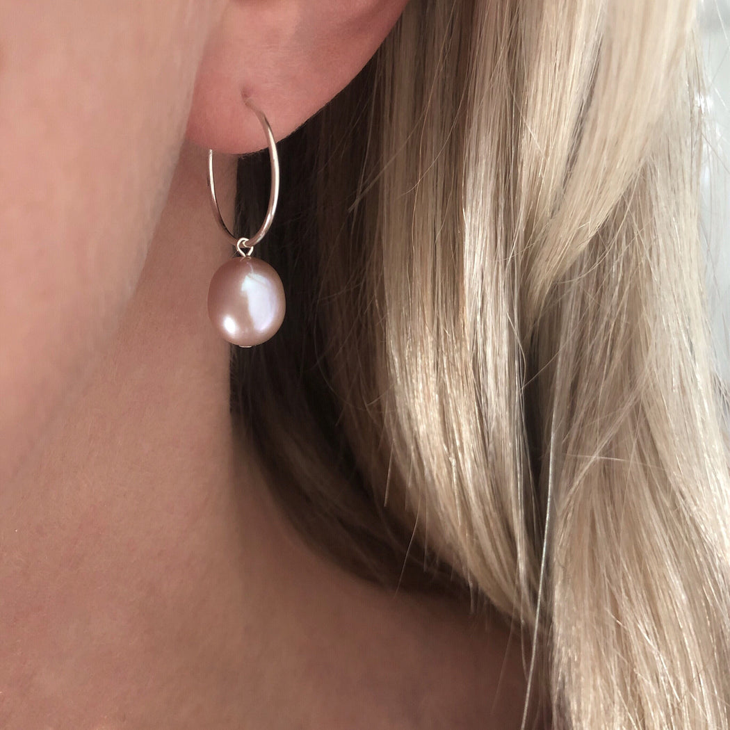 FIONA ROSE PEARL SILVER CREOL EARRING