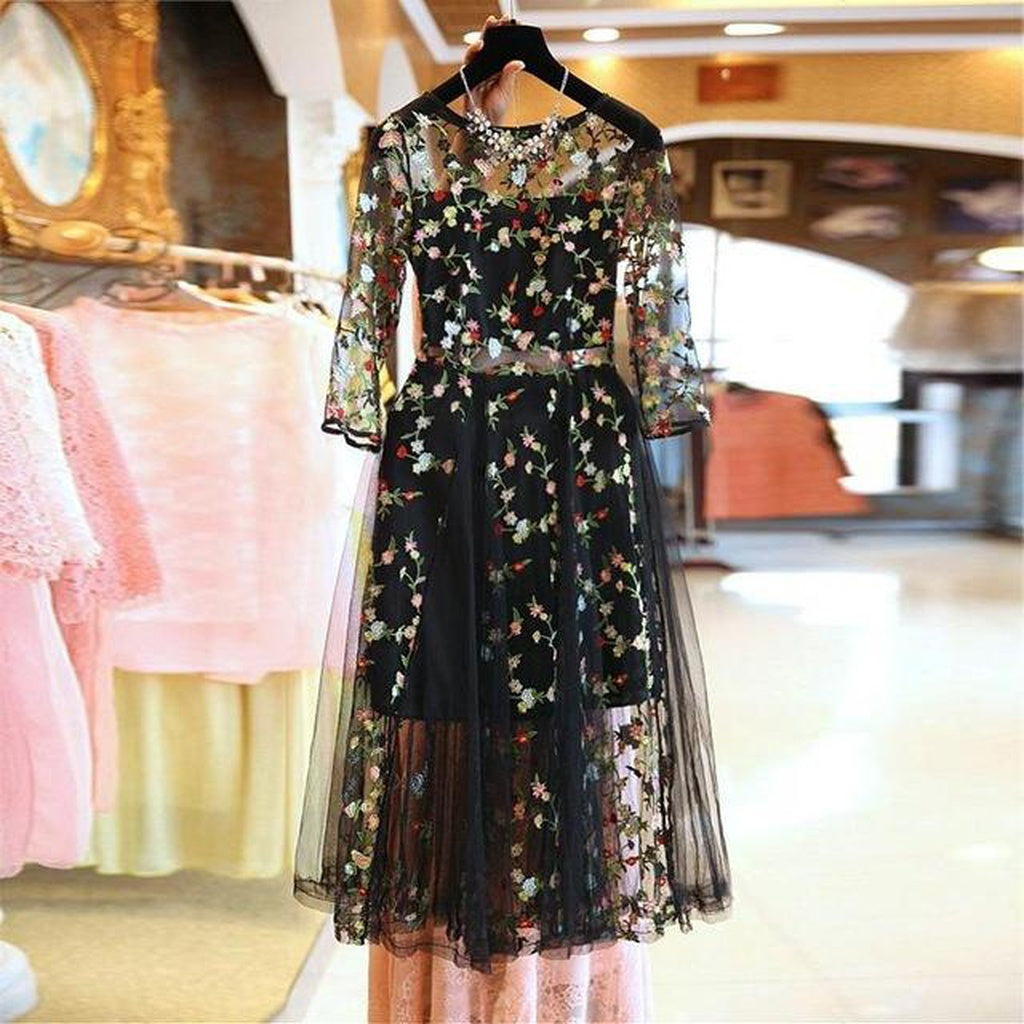 Floral Embroidery Black O-Neck Dress