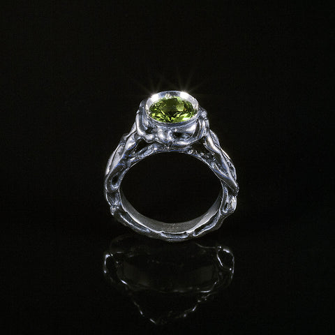 Patterns vine textured peridot ring