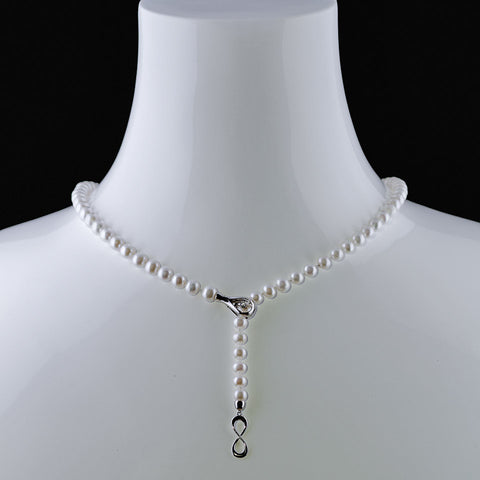Infinity symbol pearl necklace with white gold and diamond clasP