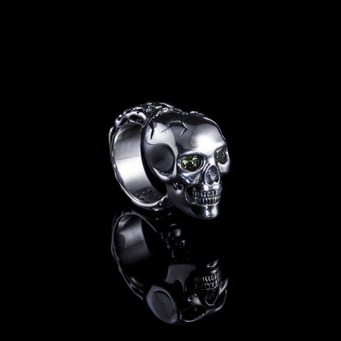 Skull ring with peridot eyes