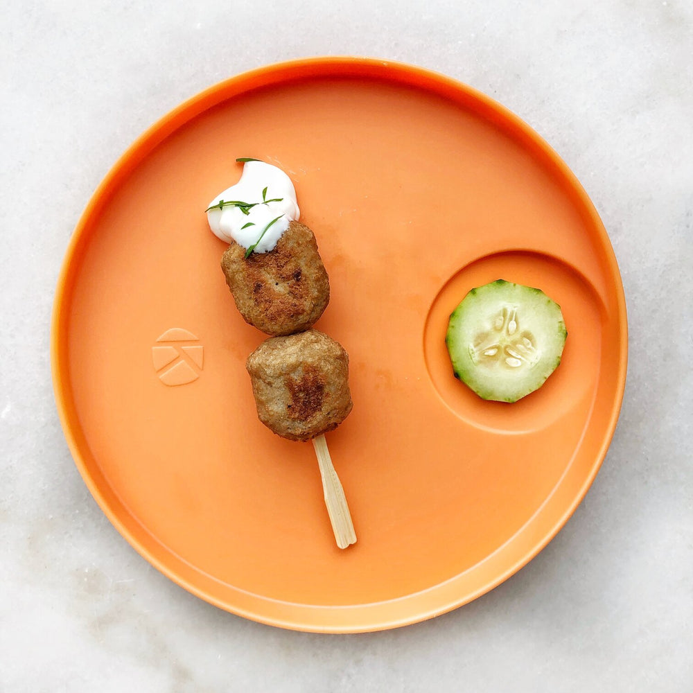 Kizingo baby and toddler nudge plate helps practice tasting foods
