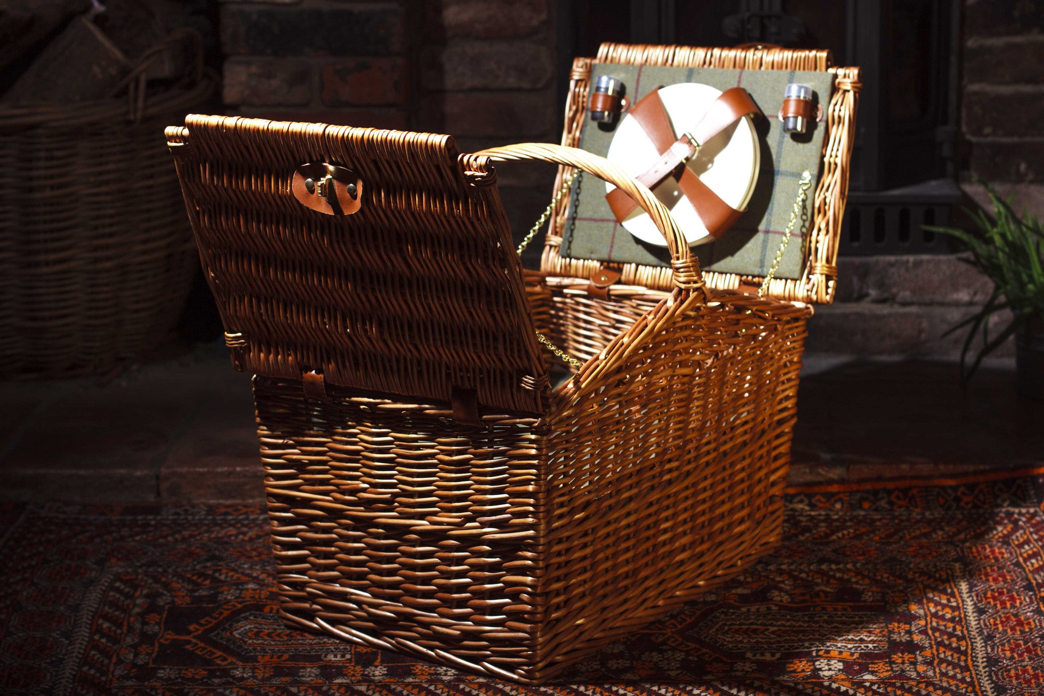 Green Tweed deluxe barn hamper | real leather | picnics | four person | chiller compartment | made in chelsea | wicker | willow | basket