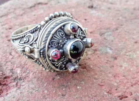 Gothic Sterling Silver Poison Pillbox Ring Size 9 Red and Black Stones Locket Ring