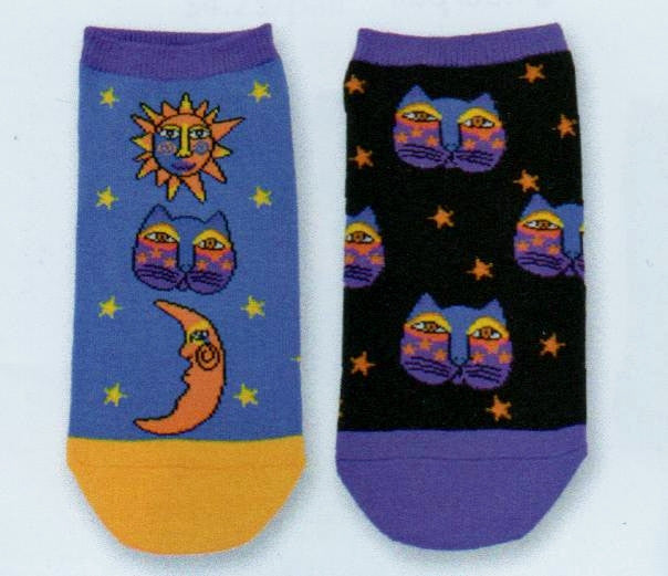 Celestial Cat 2 pair pack from Laurel Burch and K Bell. In Purple and Yellows with Oranges show Sun Cat and Moon. The Second pair is all about the Cat in the Black and Purple night Sky. The Cat is Purple, Orange and Yellow.