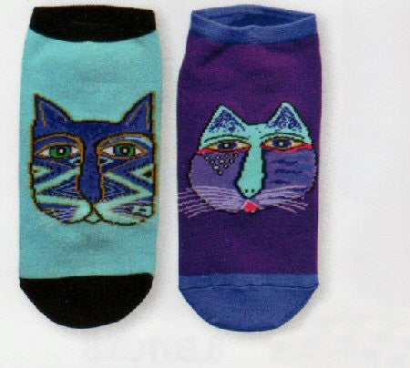 Laurel Burch Indigo Gatos 2 pair pack are no show thin style socks. They are on Blue and Black or Purple and Indigo backgrounds. The Cats are tribal looking in nature.
