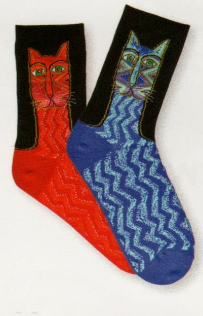 Laurel Burch Tribal Zig Zag Cat Sock comes in Red and Blue. Each Sock has a Cat Face below the Cuff in Tribal Motif ala Laurel Burch Style and then goes down to the Toes in Zig Zag Cat Bodies.
