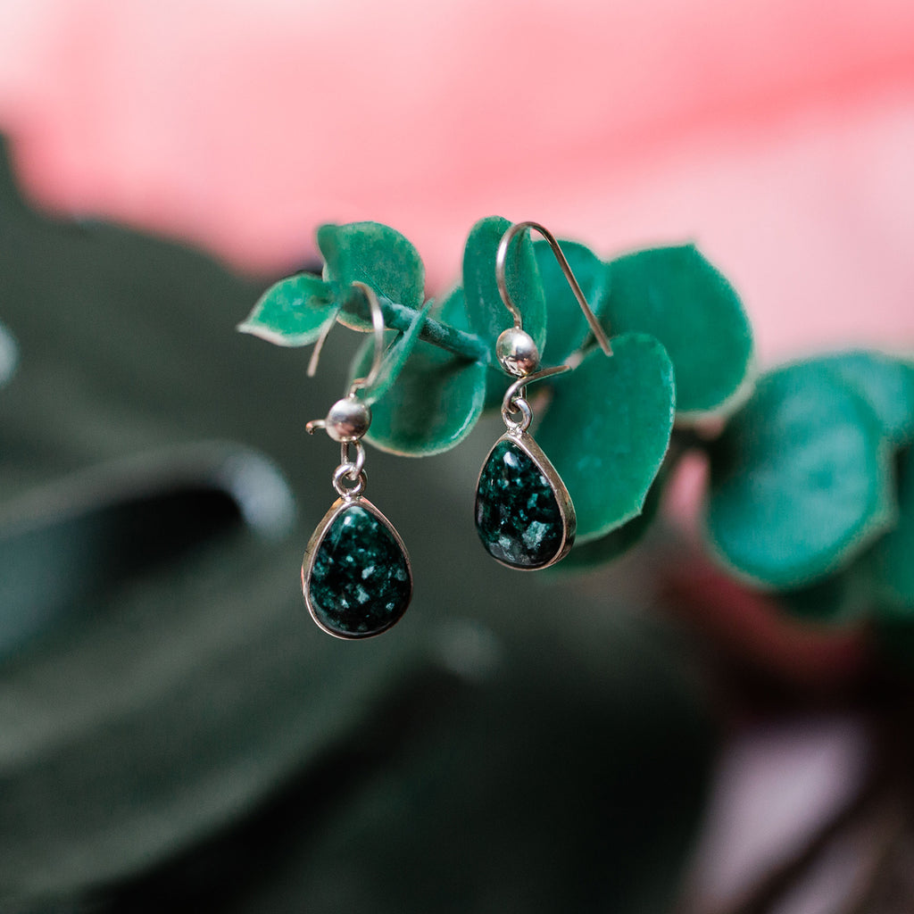jade sterling silver fair trade handmade guatemalan artisan made earring ethical shopping precious stone post earring stud earring