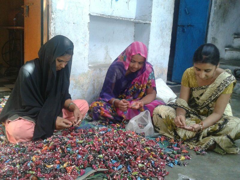 artisans making bird totas