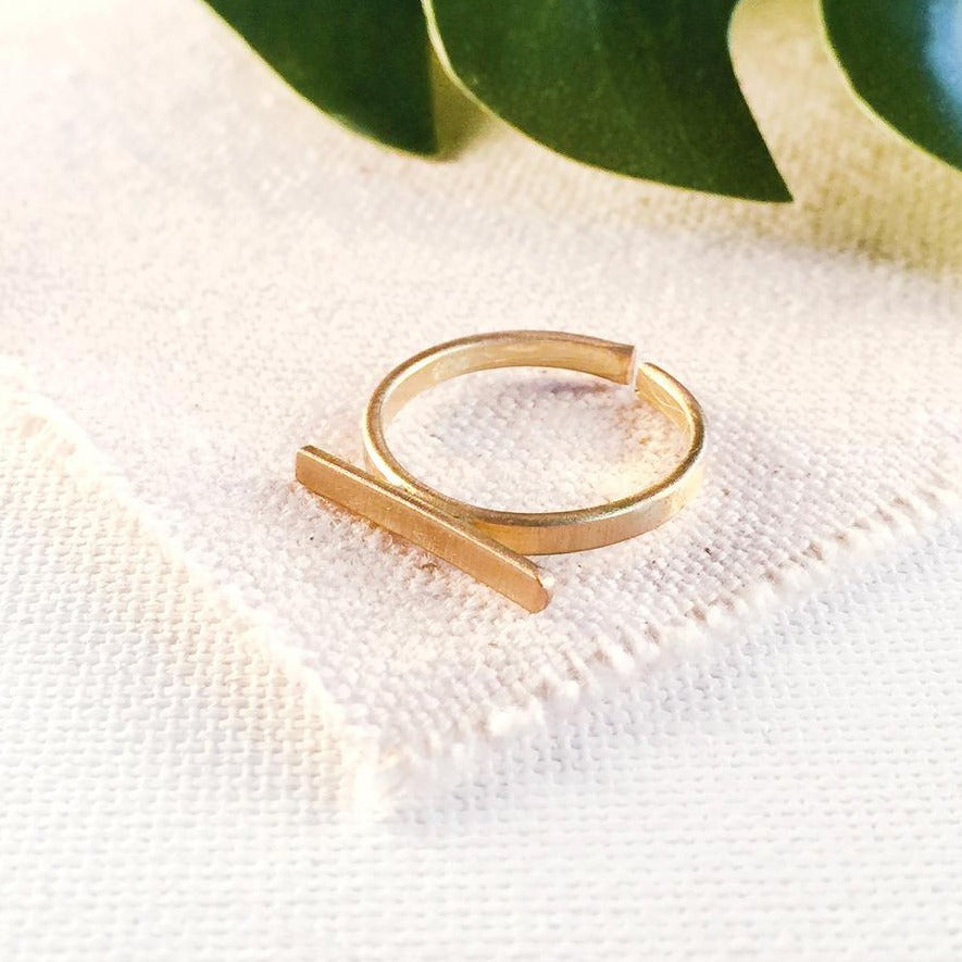 World Finds Gold Horizontal Bar Ring