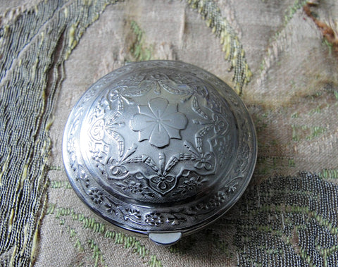 Lovely VINTAGE POWDER COMPACT, Richard Hudnut,Silver Tone Engraved Flowers,Decorative Vanity Dresser Compact, Purse Powder,Purse Mirror Compact, Collectible Powder Compacts