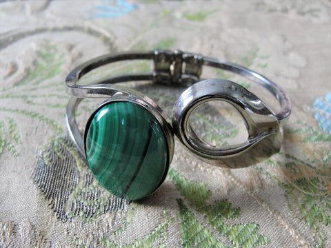 STRIKING Vintage Malachite Bracelet, Clamper Bangle,Hinged Bangle,Gorgeous Green Malachite Stone,Collectible Vintage Jewelry