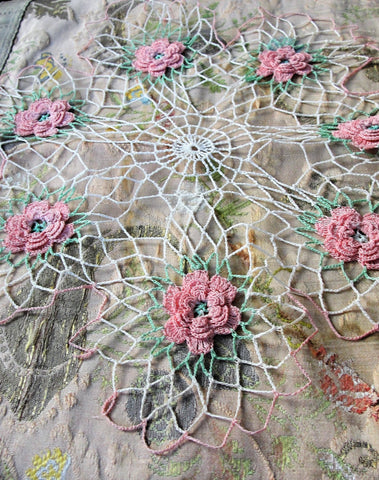 CHARMING Vintage FIGURAL Floral Doily, Raised Roses Flowers,Hand Crocheted Doily Center Piece,Farmhouse Decor,French Country Cottage,Collectible Doilies,Vintage Decor