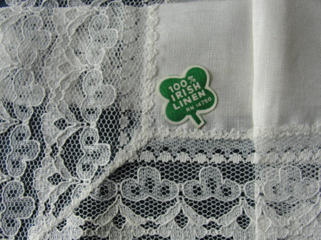 LOVELY Vintage Irish Linen and Lace Hanky Handkerchief Hankie Perfect Wedding Bridal Hankies