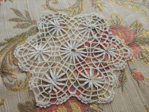 LOVELY Vintage Small Bobbin Lace Doily Very Pretty HandWork Perfect For Doillies Collection or Give As Gift To Lace Doily Collector