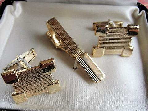 4cc8de8b1bf5 ... 1950s Mid Century STETSON Mens Tie Bar Tie Clip and Cuff Links Boxed Set  Hand Engine ...