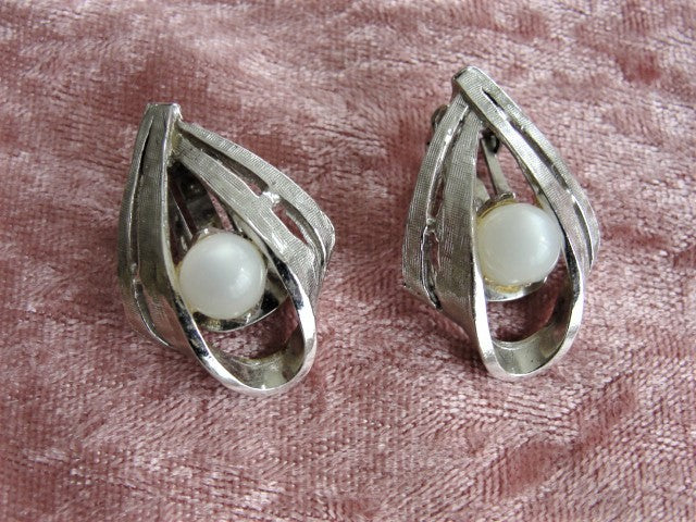 VINTAGE 1960s Clip On Earrings Silver Tone and Faux Moonstones Textured Silver Highly Attractive Design Ear Clips Vintage Costume Jewelry