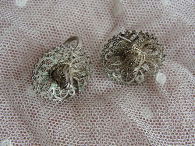 LOVELY Vintage Mexican Taxco Silver Lace Like Filigree Sombrero Hats Screw-on Earrings Collectible Sterling Silver Jewelry