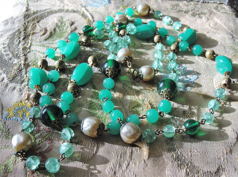 Beautiful Antique Art Deco GLASS BEAD NECKLACE,Flapper Style Long Length Necklace,Green Colors,Chrysoprase, Emerald,Jade,Pearl, Glass Beads,Antique Czech Glass,Collectible Vintage Jewelry