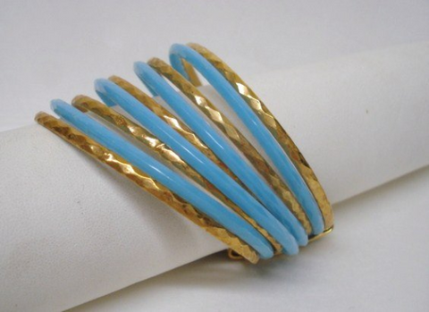 1960s VINTAGE Multi Bangles Bracelet, Diamond Cut Gold Tone Metal and Sky Blue Plastic,Lovely Bracelet,Bangles,Collectible Costume Jewelry