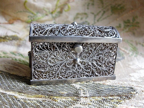 GORGEOUS Filigree Antique Silver Small Dome Top Casket Miniature Hinged Box Vanity Dresser Decorative Boudoir Collectible