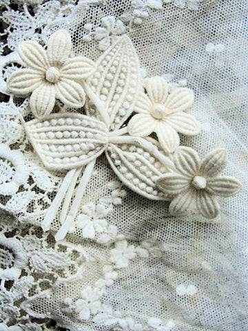ANTIQUE 1920s Swiss Organdy and Lace Flowers Corsage Brooch Applique Flapper Floral Stamens Millinery Hats Bridal Downton Abbey