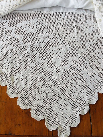 EXQUISITE Victorian Lace and Linen Tablecloth, Tea Time Cloth, Dining Tablecloth, Beautiful Lace French Country, Farmhouse Decor