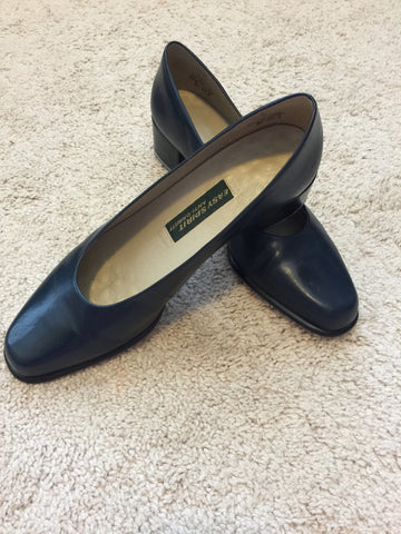 Easy Spirit Navy Pumps