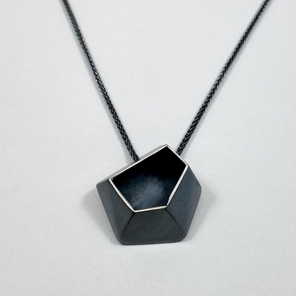 Faceted large necklace