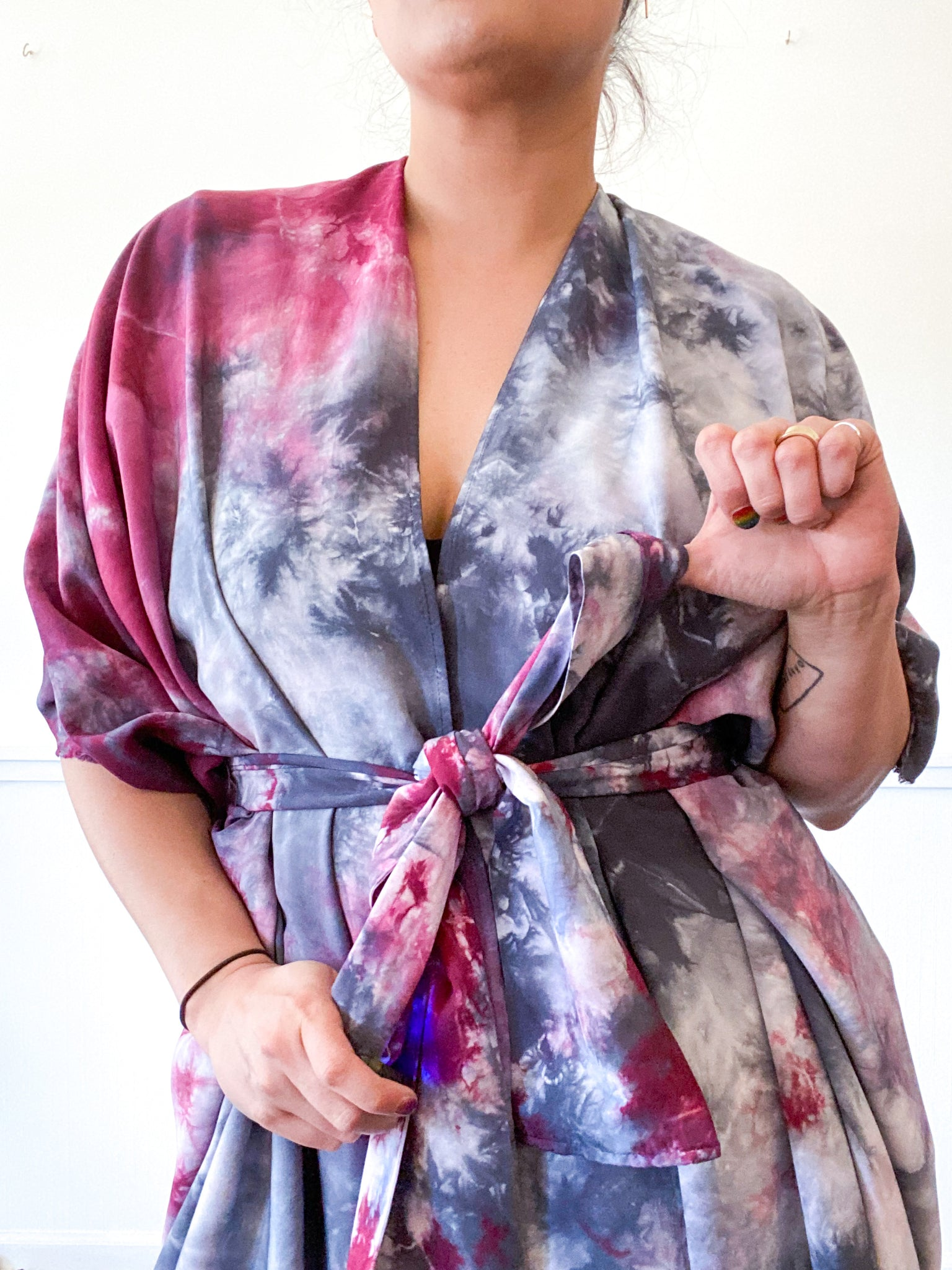 Hand-Dyed High Low Kimono Grey Maroon Tie