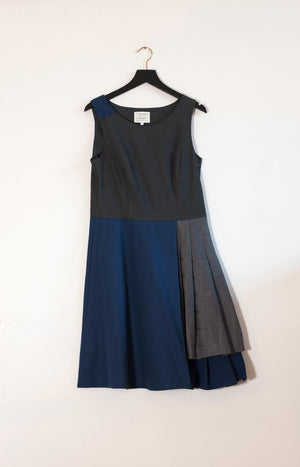 Kinship Shore dress grey with dark blue M
