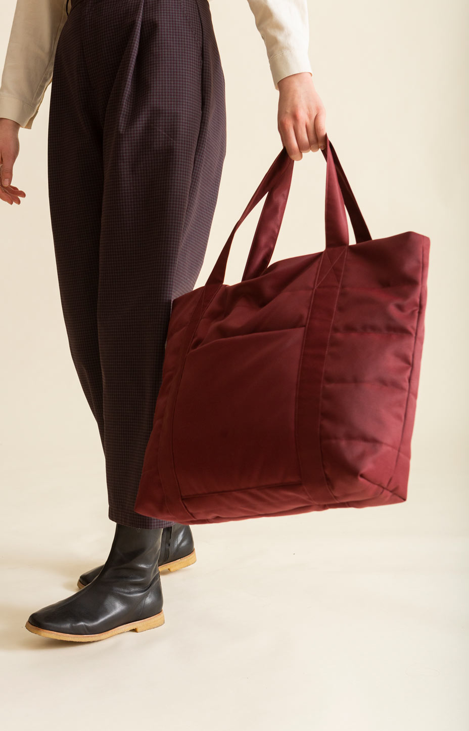 AW20 Hug Bag cabernet red - Accessories - TAUKO - TAUKODESIGN