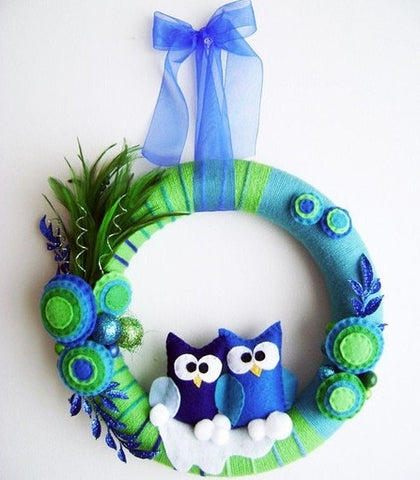 How to Make a Tiny Owl Wreath with the Help of Grosgrain Ribbon