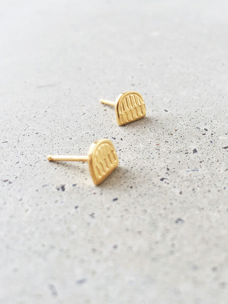 soft gold co arch stud earrings