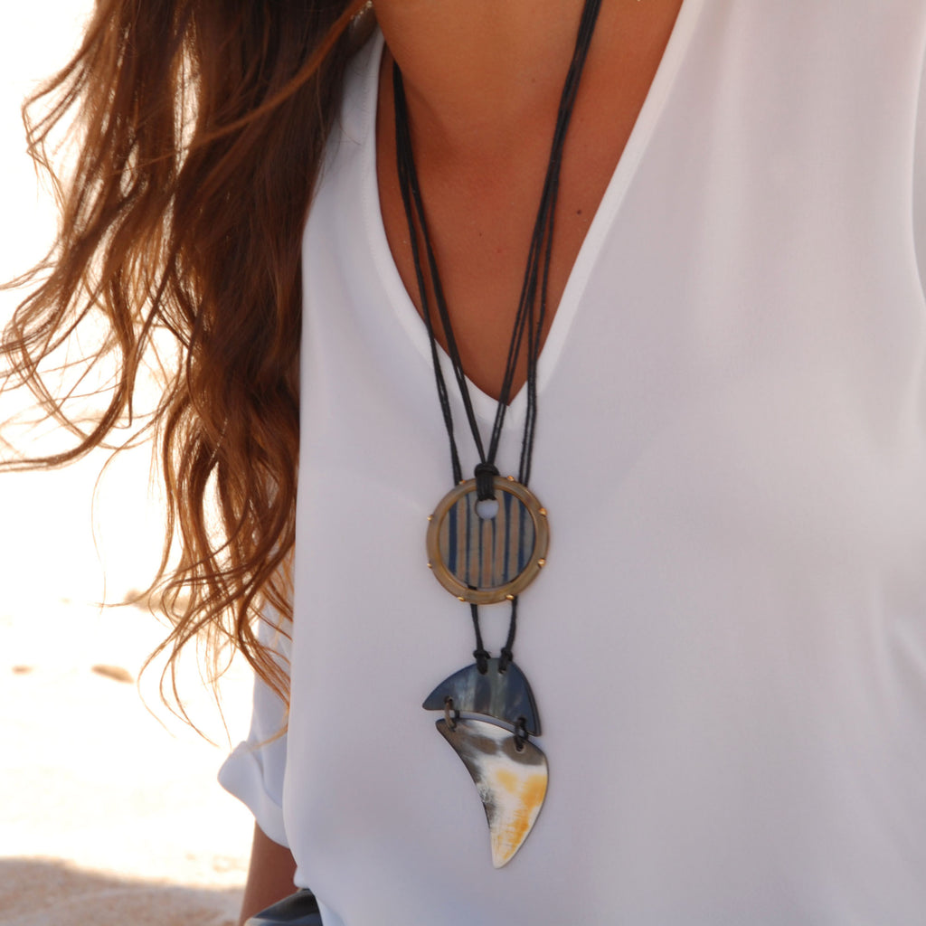 Horn Necklace with Round Pendant