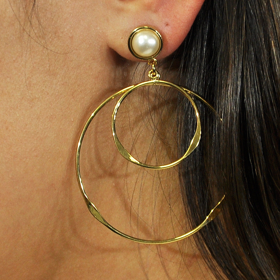 Gold Round Earrings with Pearl