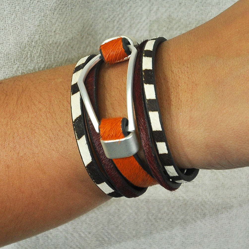 Multicolor bracelet w/ geometric shape