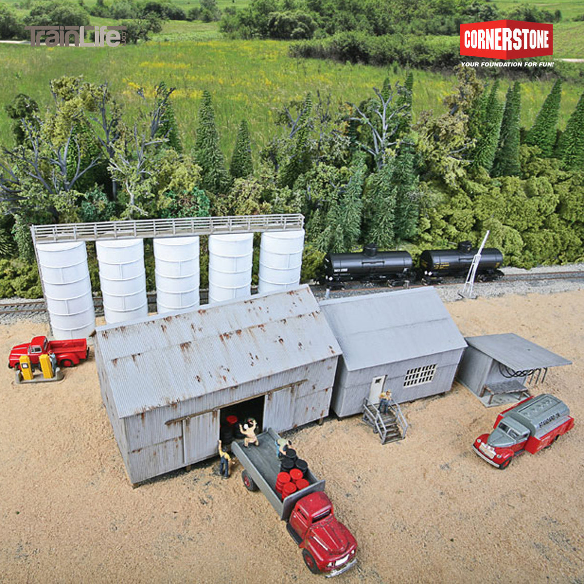 HO Scale: Trackside Oil Dealer with Storage Tanks