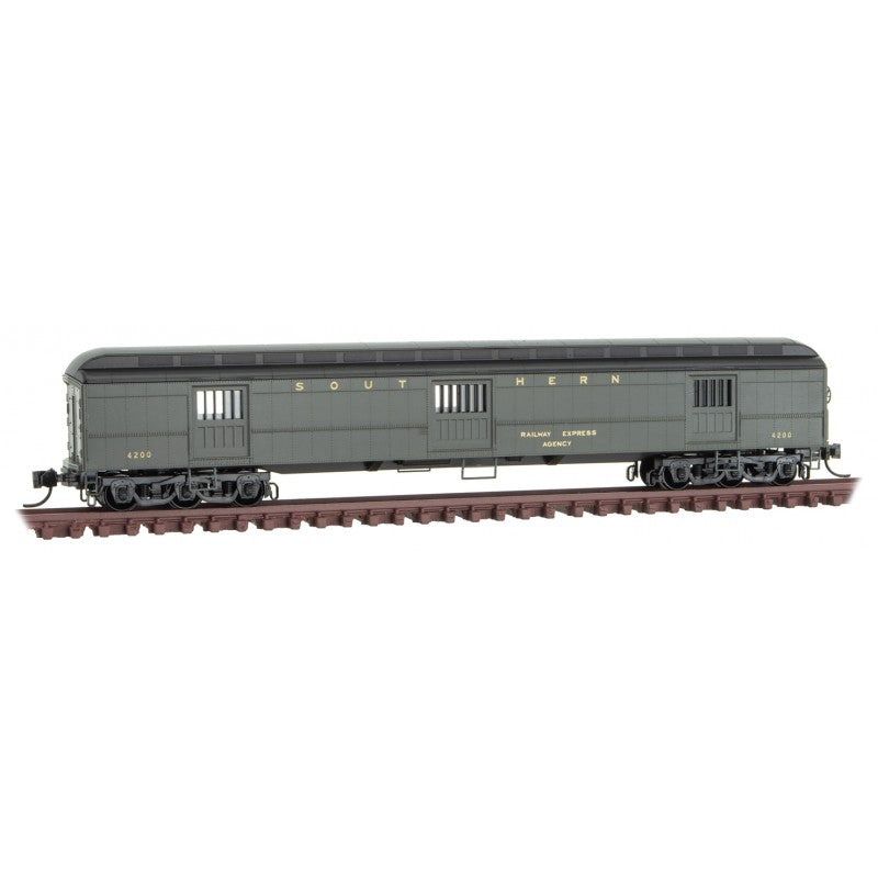 N Scale: 70' Heavyweight Horse Car - Southern