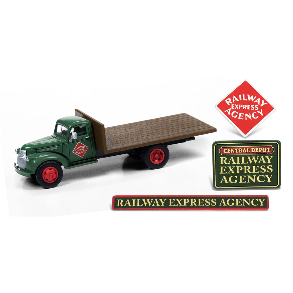 HO Scale: 1941-1946 Chevrolet Flatbed Truck, Crates and Signs - Railway Express Agency