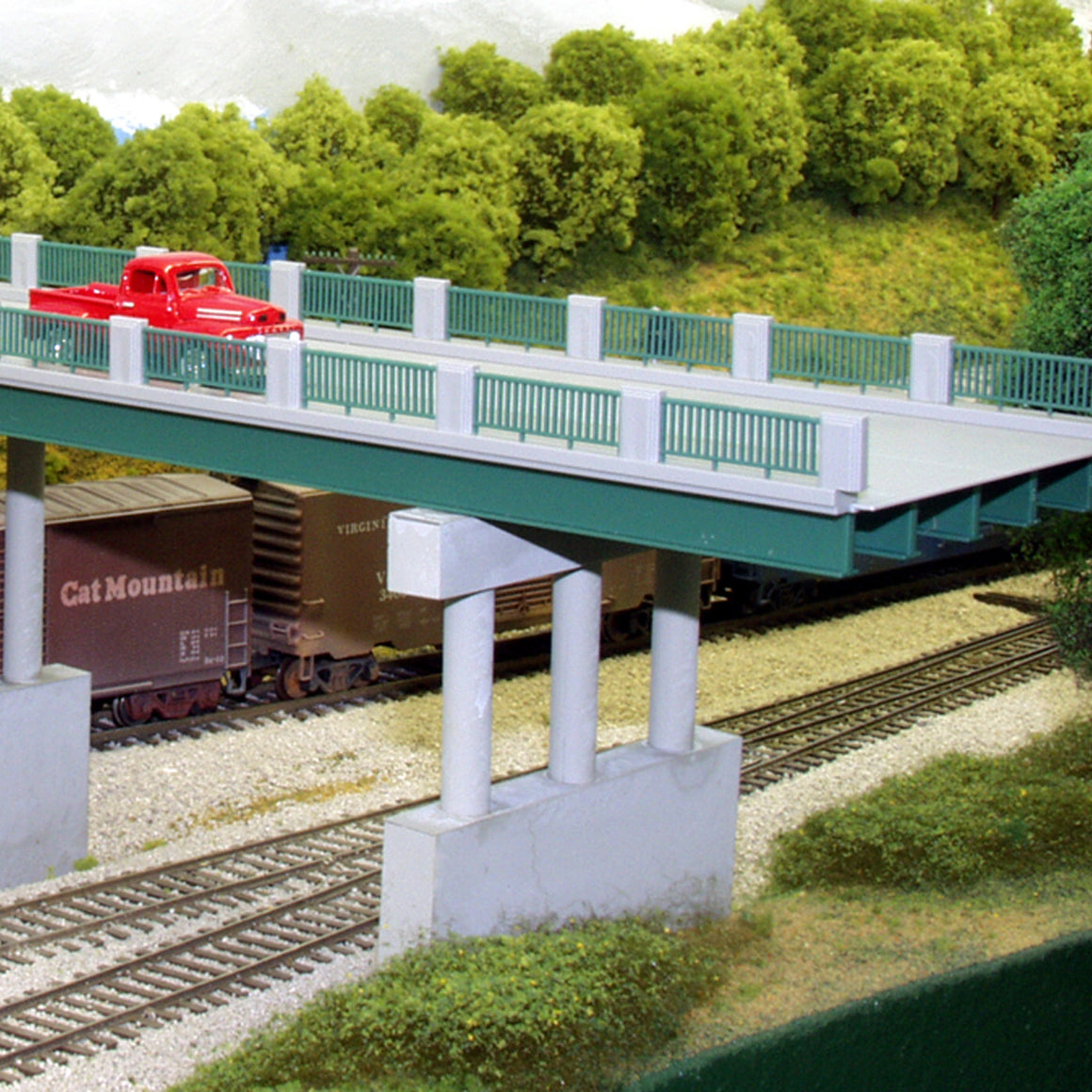 HO Scale: Wrought Iron Highway Overpass - Kit