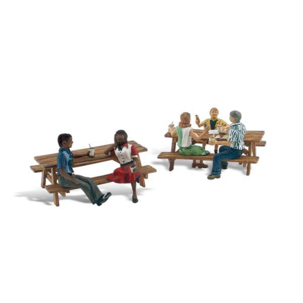 HO Scale: Outdoor Dining